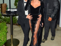 Хейли Бибер в бархатном платье Alessandra Rich с прозрачными вставками и декольте в форме перевернутого кристалла