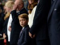 Принц Уильям, Кейт Миддлтон и принц Джордж на финале чемпионата Европы по футболу